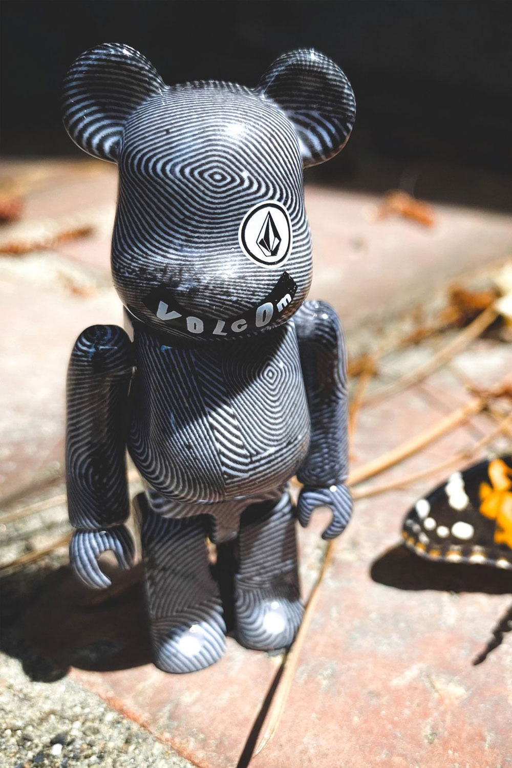 볼컴 베어브릭/한정판 VOLCOM BEARBRICK BLACK/WHITE_100%_DGV500100
