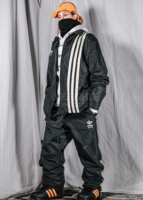 아디다스 시빌리언 자켓_남녀공용 보드복_1920 ADIDAS_CIVILIAN JACKET_CARBON/ACTIVE BLUE/CREAM WHITE_7A6903F5 [04]